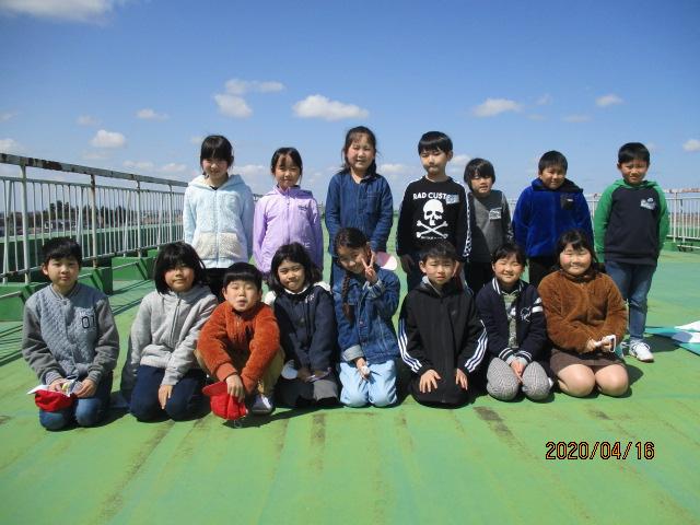 http://kamiyama-es.agano.ed.jp/%EF%BC%93%E5%B9%B4%E5%86%99%E7%9C%9F.JPG